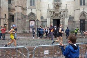 Maratón v čase epidémie. Väčšina fanúšikov mala rúška.