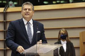 Podpredseda Európskej komisie pre medziinštitucionálne vzťahy a strategický výhľad Maroš Šefčovič počas plenárnej schôdze Európskeho parlamentu v Bruseli v utorok 6. októbra 2020.