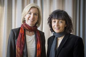 Americká biochemička Jennifer A. Doudna (vľavo) a francúzska mikrobiologička Emmanuelle Charpentier získali Nobelovu cenu za chémiu v roku 2020. Objavili spoločne metódu na úpravu génov zvanú CRISPR/Cas9.