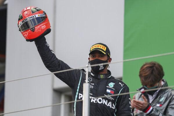 Lewis Hamilton po víťazstve na VC Eifelu 2020.