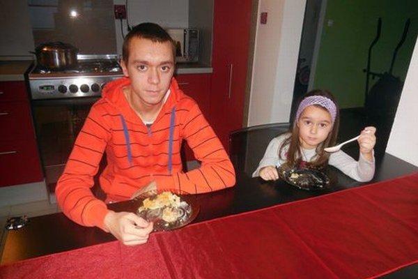 Marko a Pavlínka Turbovci si museli zvyknúť na bezlepkovú diétu. Najskôr zistili celiakiu Pavlínke, brat nemal príznaky.