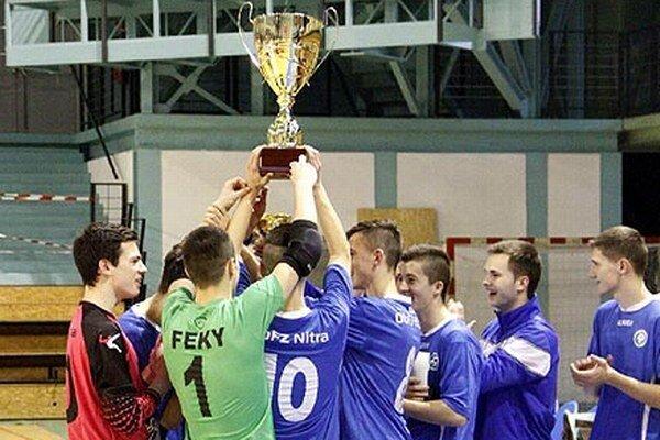 Radosť víťazného tímu ObFZ Nitra.