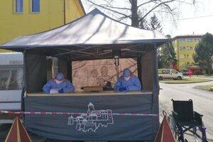 Študenti FZO PU pomáhajú v boji s pandémiou.
