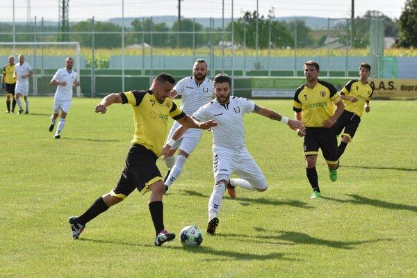 Momentka zo zápasu Hlboké - Sobotište.