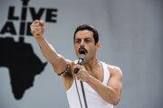 Rami Malek ako Freddie Mercury.