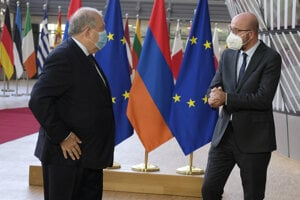 Predseda Európskej rady Charles Michel a arménsky prezident Armen Sarkisjan.