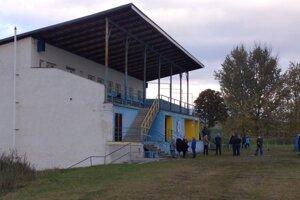 Testovanie na futbalovom štadióne v Trstenej.