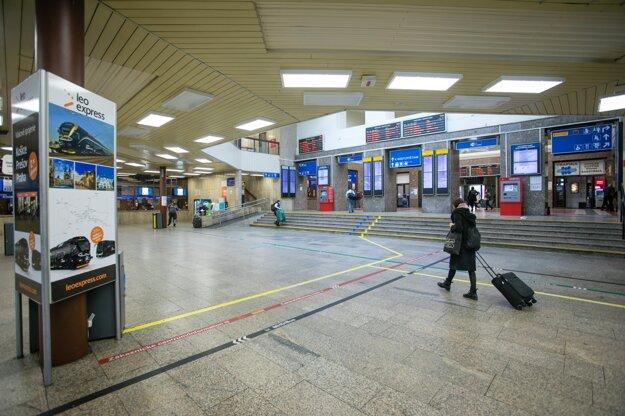 Bratislavská Hlavná stanica počas čiastočného lockdownu