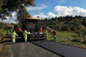Tento rok sa dočkala rekonštrukcie cesta do miestnej časti Riečka.