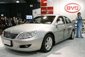 Čínsky elektromobil BYD F6DM na autosalóne v Detroite.