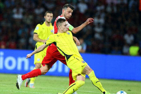 Blendi Shkembi z albánskeho tímu KF Skenderbeu Korce v zápase Ligy majstrov.