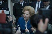 """Herečka Gillian Anderson v štvrtej sérii seriálu Koruna stvárni """"Železnú lady"""" Margaret Thatcher."""