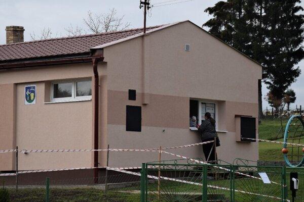 Testovanie v Českom Brezuve prebiehav areály bývalej základnej školy.