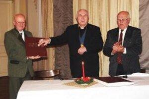 Večer pripravil Literárny klub Janka Jesenského. Knihu, ktorá  sa stane súčasťou Diecéznej knižnice, požehnal  Ladislav Belás.