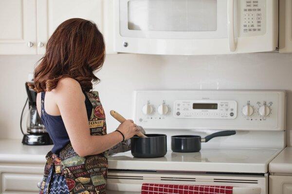Aj z varenia človek môže vyhorieť.