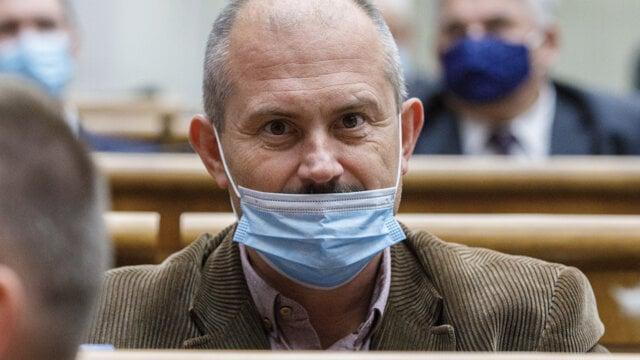 Marian Kotleba (ĽSNS) v parlamente.