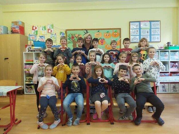 Deti zo ZŠ Slovanská ukázali seniorom, že na nich myslia