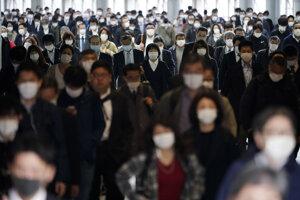 Japonská disciplinovanosť, hygienické návyky a veľmi pragmatický prístup vlády pomáhajú krajine prekonať aj hendikep hustého osídlenia.