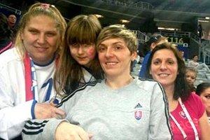 Momentka z Areny Zagreb - zľava Naďa Kormanová, jej dcéra Anna (hráčak prípravky UDHK), Lýdia Jakubisová a Katarína Dubajová.