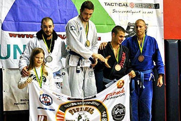 Zápasníci GB Pitbull Nitra v Maďarsku získali šesť medailí.
