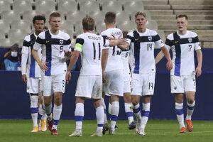 Radosť futbalistov Fínska v zápase proti Francúzsku.