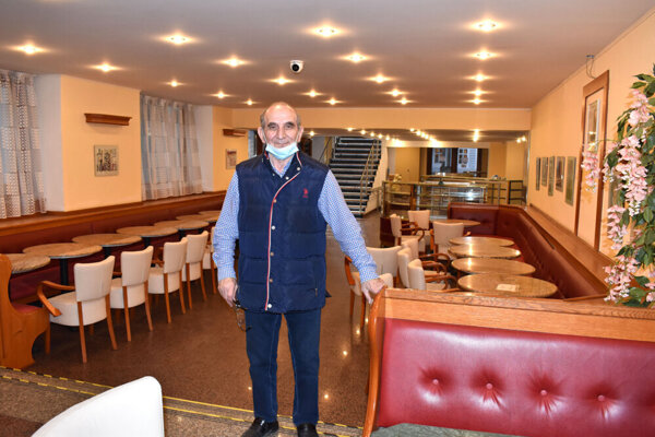 Podľa majiteľa Aidy Ramiho Imeriho prežívajú jeho cukrárne najťažšie obdobie.