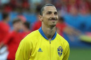Zlatan Ibrahimovič sa usmieva pred zápasom EURO 2016 Švédsko - Belgicko, dosiaľ jeho posledným.