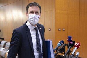 Minister financií SR Eduard Heger pred zasadnutím 52. schôdze vlády SR 18. novembra 2020 v Bratislave.