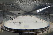 Zimný štadión v Prešove s vynovenou strechou.