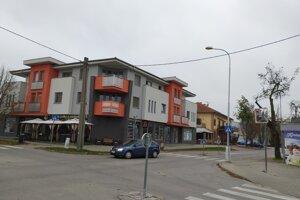 Nové odberové miesto na antigénové testovanie vzniklo v Nových Zámkoch na Michalskej bašte 27. Vchod je z druhej strany budovy.