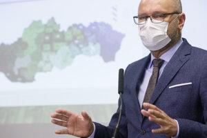 Predseda SaS a minister hospodárstva Richard Sulík počas tlačovej besedy k predstaveniu protipandemického plánu v Liberálnom dome.