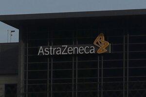 Logo na budove farmaceutickej firmy AstraZeneca v americkom South San Franciscu.