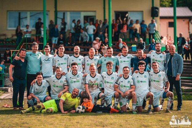BFC Dolné Obdokovce po jarnom postupe do finále Campri Cupe. Tomáš Dodoš v hornom rade prvý zľava.