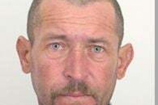 Polícia v Nitre žiada verejnosť o pomoc pri pátraní po 53-ročnom Tiborovi Chudom z Topoľčianok.