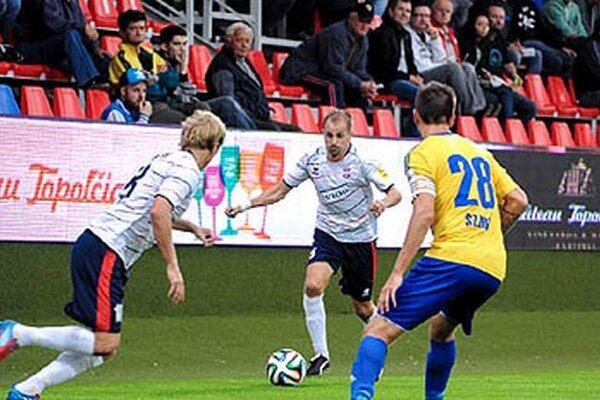 Zľava Orávik, Pavlenda a Szabó zo zápasu FC ViOn - DAC.