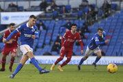 Pascal Gross (Brighton and Hove Albion) spečaťuje remízu proti Liverpoolu.