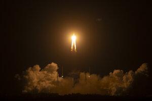 Štart rakety nesúcej bezposádkovú sondu Čchang-e 5 z kozmodrómu Wen-čchang v juhočínskej provincii Chaj-nan 24. novembra 2020.