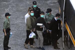 Odsúdený JOshua Wong v priebehu eskorty do výkonu trestu odňatia slobody.