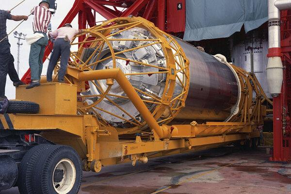 Raketa Atlas Centaur 7.