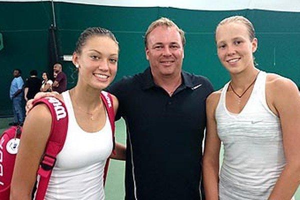 Zľava Tereza Mihalíková, jej tréner Ján Studenič a Bieloruska Vera Lapko.
