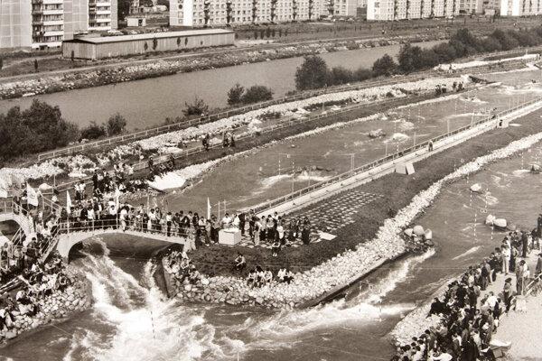 Liptovskomikulášsky areál vodného slalomu Ondreja Cibáka bol vybudovaný ako druhý umelý vodný kanál na svete.