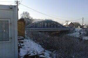 Práce na moste pokračovali aj minulý týždeň.