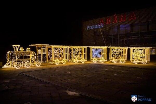 V celom centre a na sídliskách je množstvo vianočnej výzdoby.