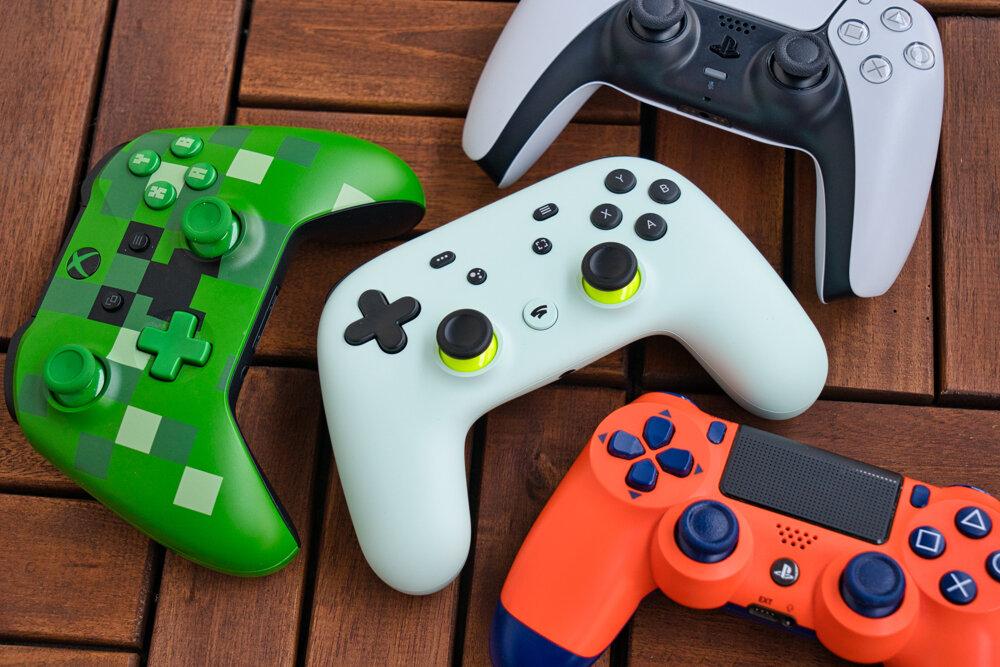 Stadia podporuje väčšinu dostupných gamepadov.