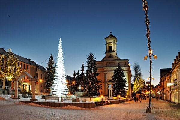 Zlodej úradoval na Námestí sv. Egídia, kde už panuje predvianočná atmosféra, ale finišuje sa aj s nákupmi darčekov.