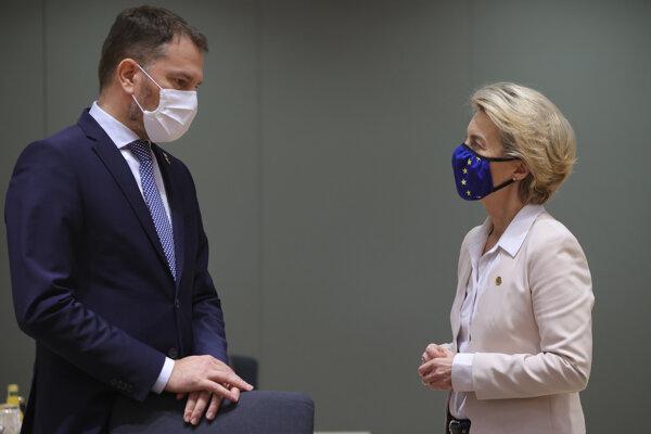 Predsedníčka Európskej komisie Ursula von der Leyen a slovenský premiér Igor Matovič počas rokovania za okrúhlym stolom na dvojdňovom summite EÚ 10. decembra 2020 v Bruseli.