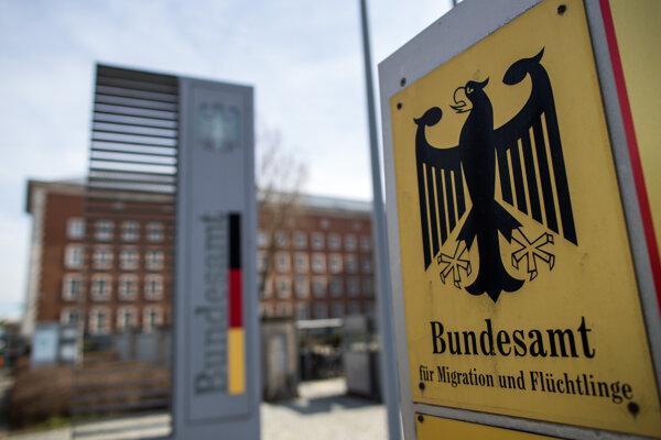 Na archívnej snímke je nemecký Spolkový úrad pre migráciu a utečencov (BAMF) v Norimbergu.