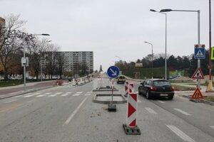 Budovanie cyklochodníka na Spartakovskej ulici.