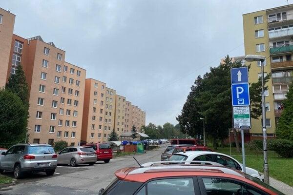 Azda najzásadnejším momentom v Trenčíne v tomto roku bolo zavedenie plateného parkovania na najväčšom trenčianskom sídlisku Juh a na Sihoti III. a IV.