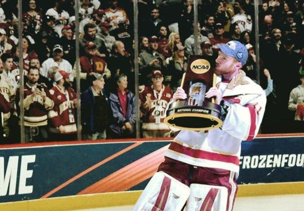 Evan Cowley ako šampión univerzitnej NCAA s Denverom.